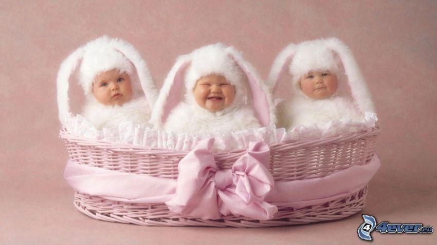 barn, kanindräkt, korg, leende
