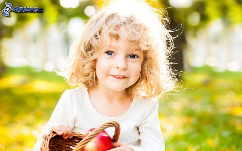 flicka, rött äpple, korg