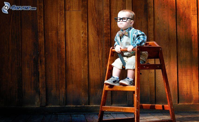 liten pojke, glasögon, stol