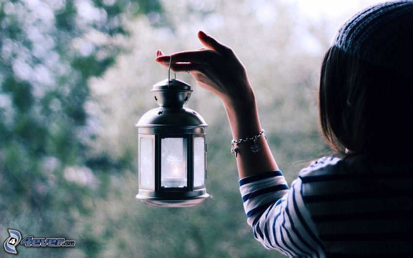 brunett, lampa