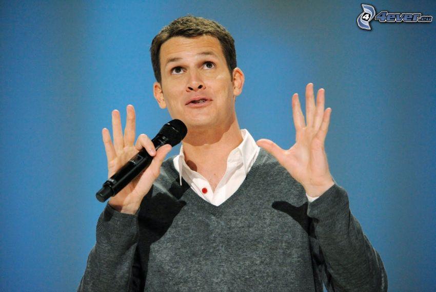 Daniel Tosh, komiker, mikrofon, blick