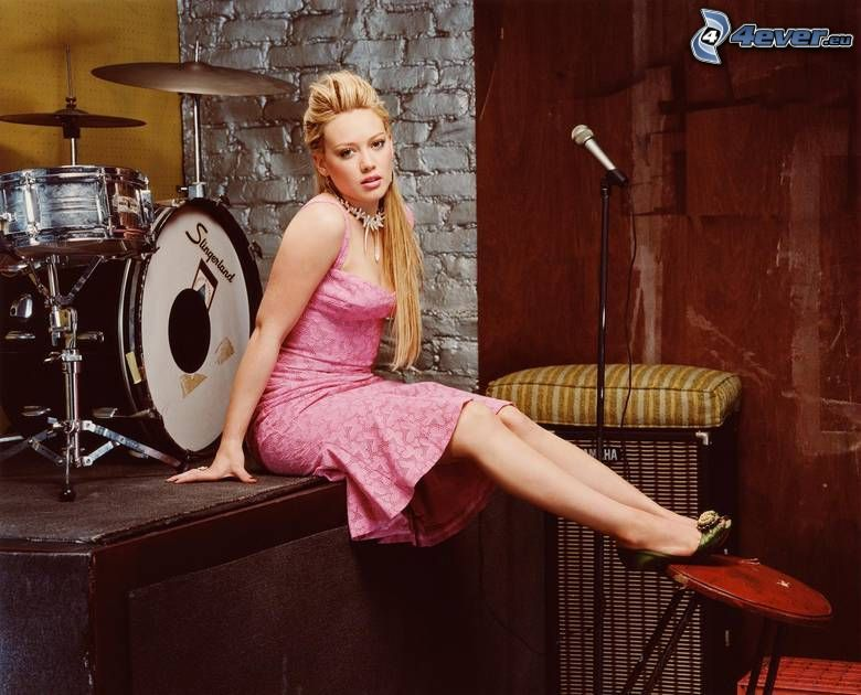 Hilary Duff, scen, trummor