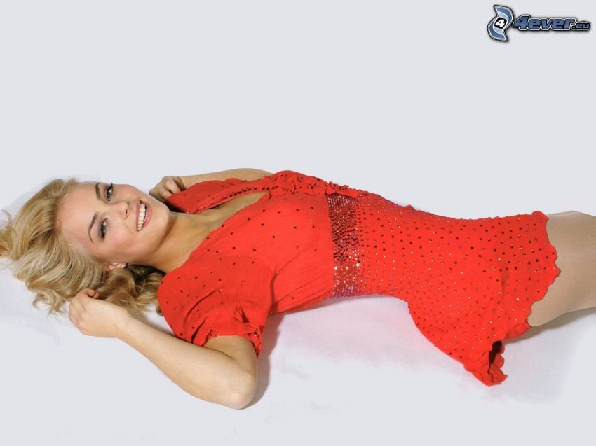 Kiira Korpi, röd klänning