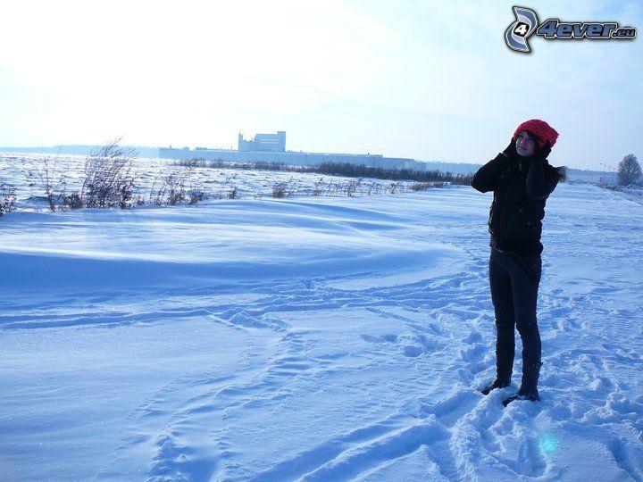 flicka i snö, landskap, vinter