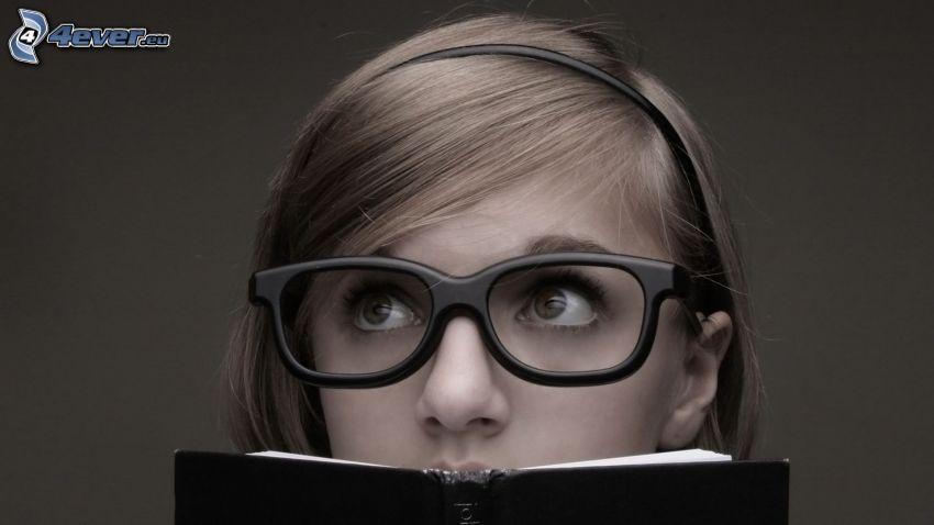 flicka med bok, glasögon