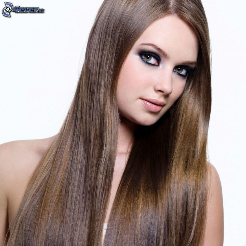 flicka med långt hår