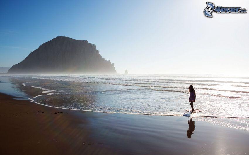 flicka vid havet, strand