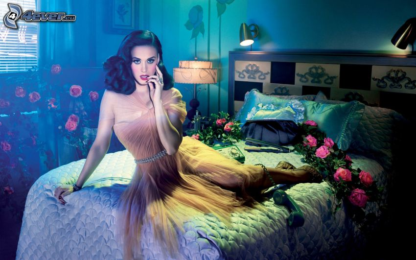 Katy Perry, kvinna på säng, rosor