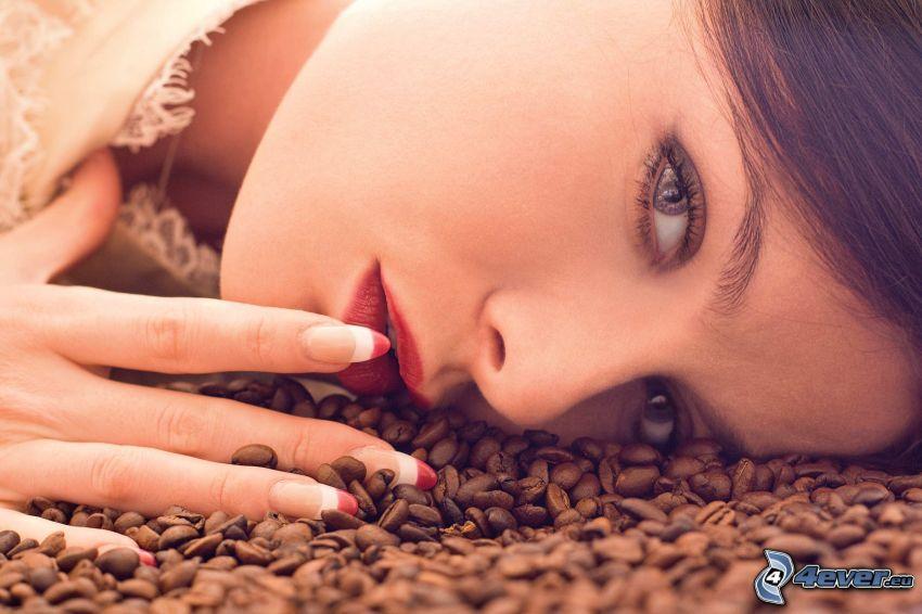 kvinna, kaffebönor