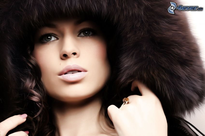 vacker kvinnas ansikte, päls