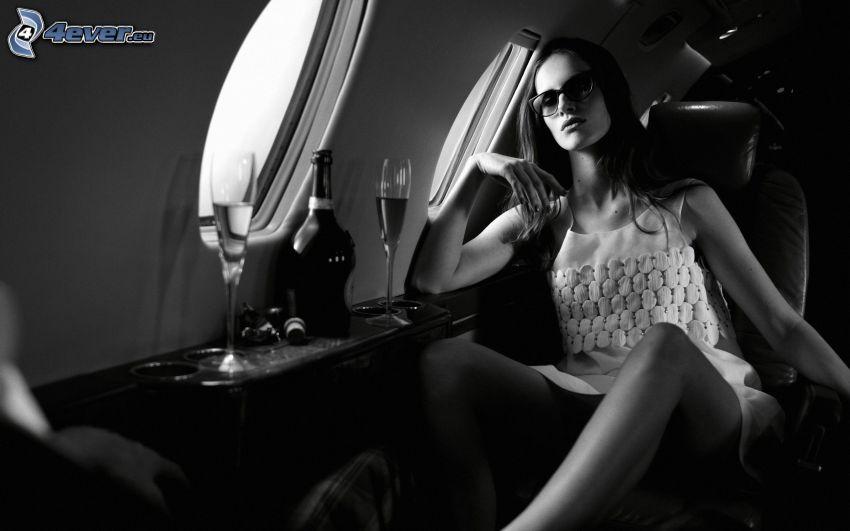 kvinna, flygplan, svartvitt foto