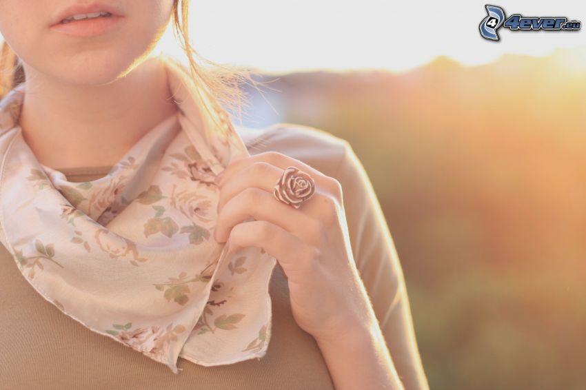 kvinna, halsduk, ring