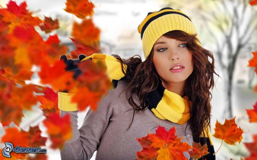 kvinna, mössa, halsduk, färggranna blad