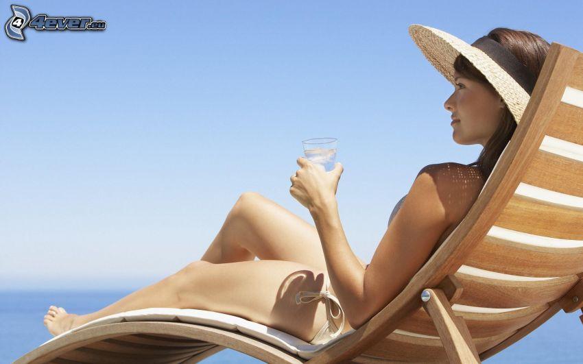 kvinna på soffa, solning