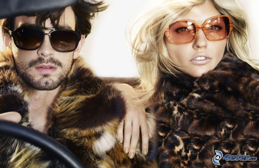 man och kvinna, solglasögon, päls