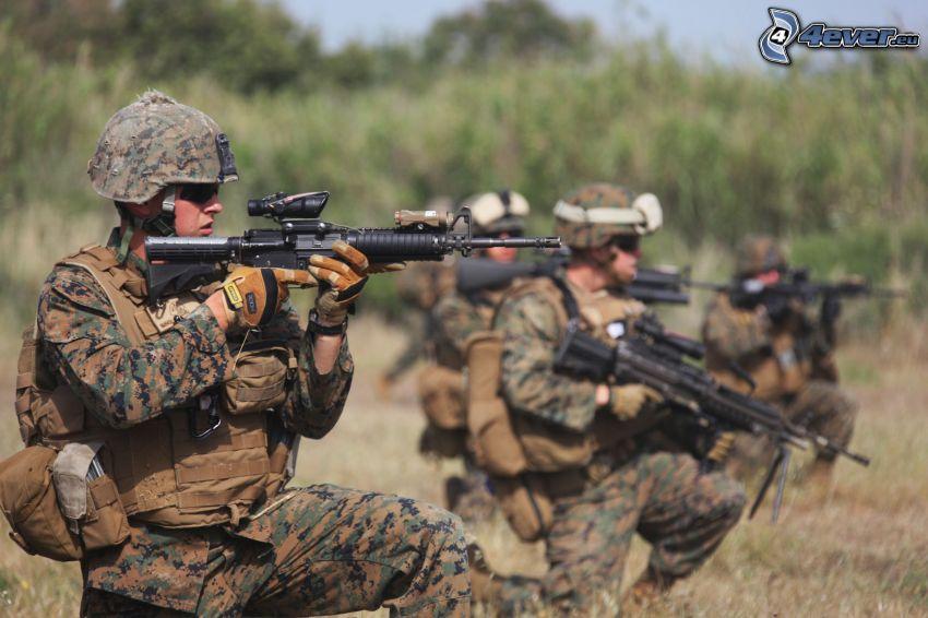 militärer, soldat med en pistol