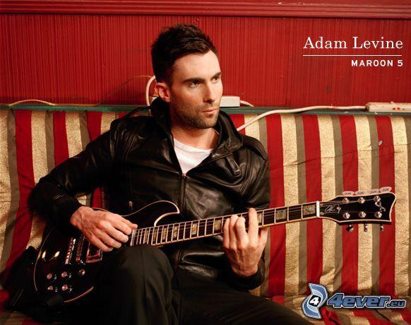 Adam Levine, Maroon 5, elgitarr