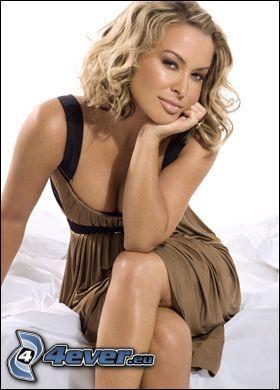 Anastacia, sångerska, beige klänning