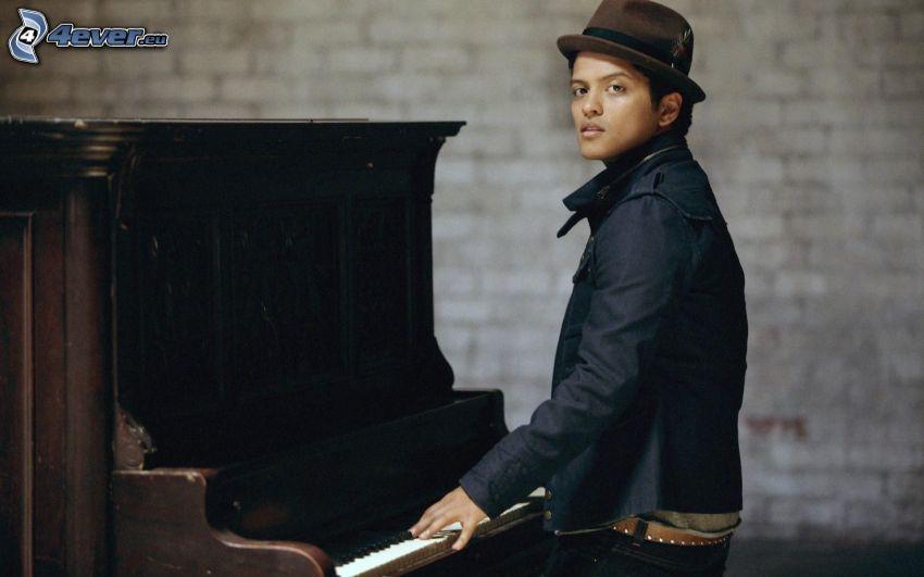 Bruno Mars, piano