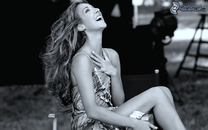 Celine Dion, skratt, svartvitt foto
