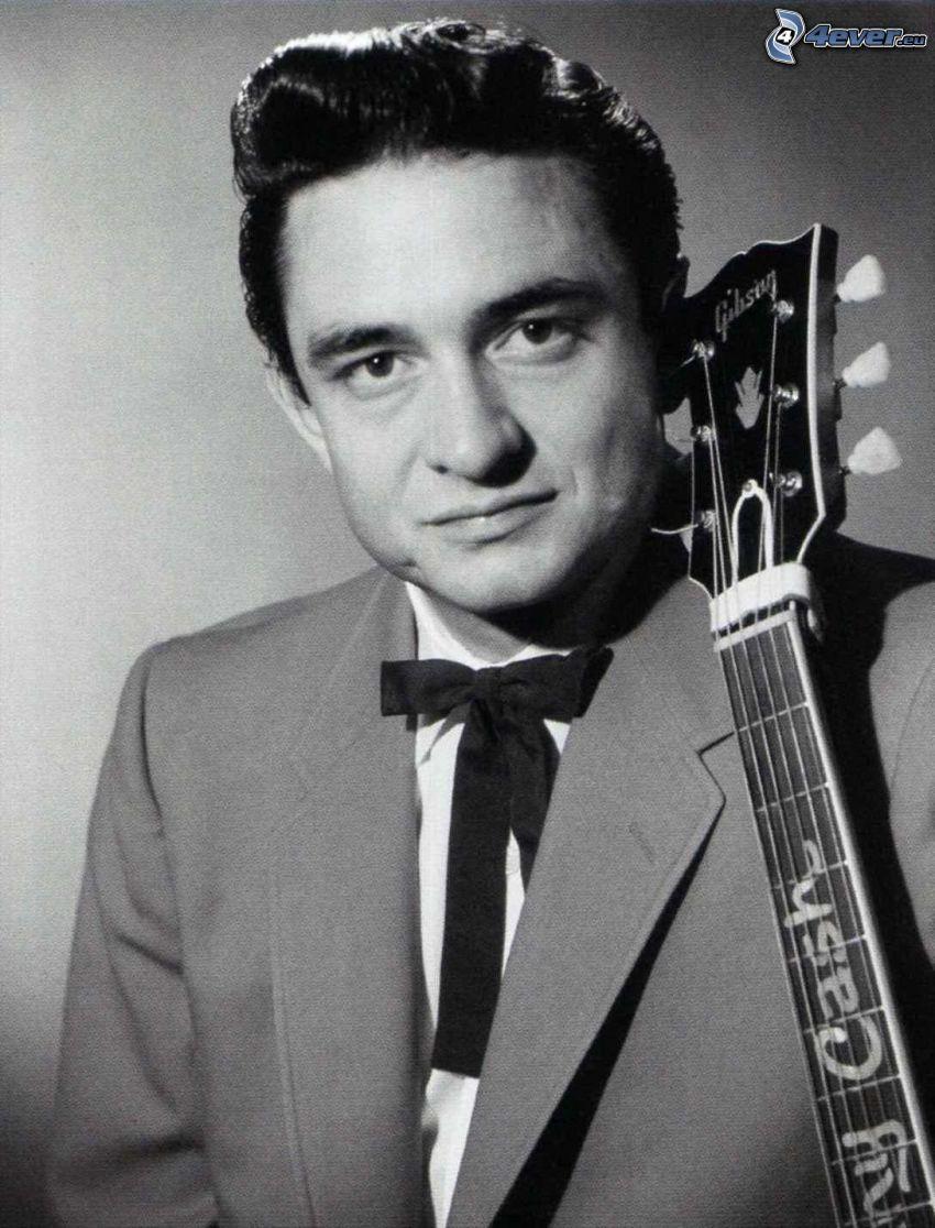 Johnny Cash, man med gitarr, svartvitt foto