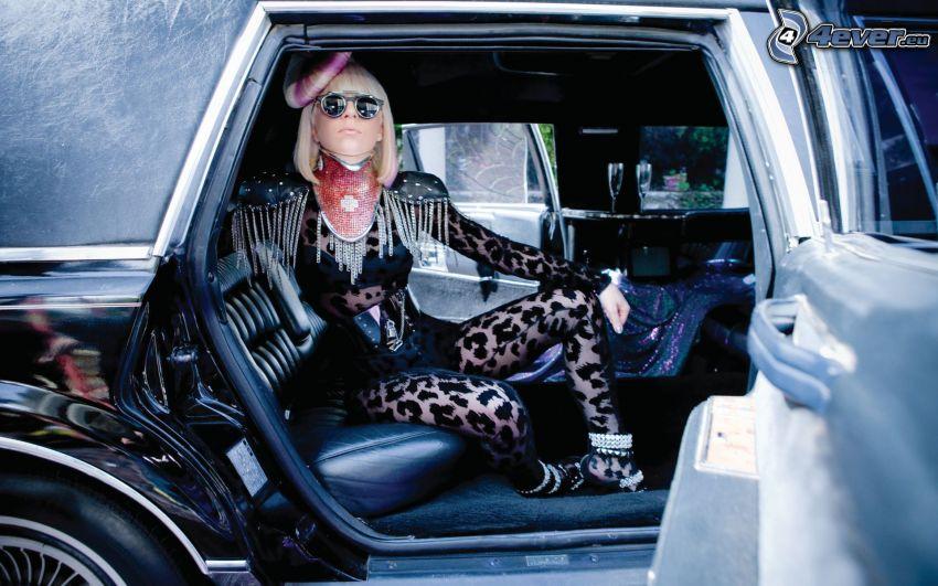 Lady Gaga, kvinna i bil