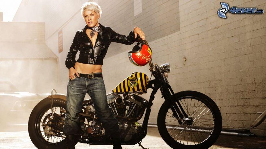 Pink, motorcykel