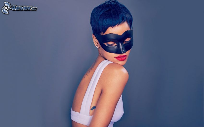 Rihanna, mask