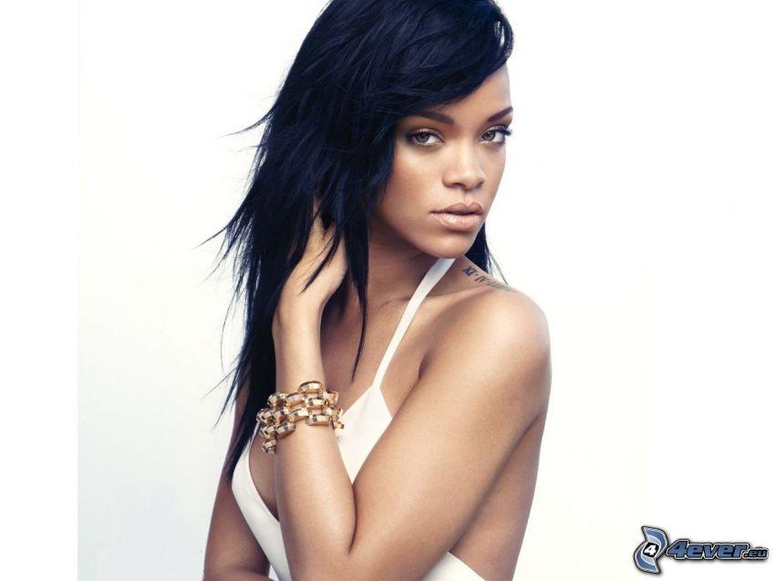 Rihanna, vit klänning