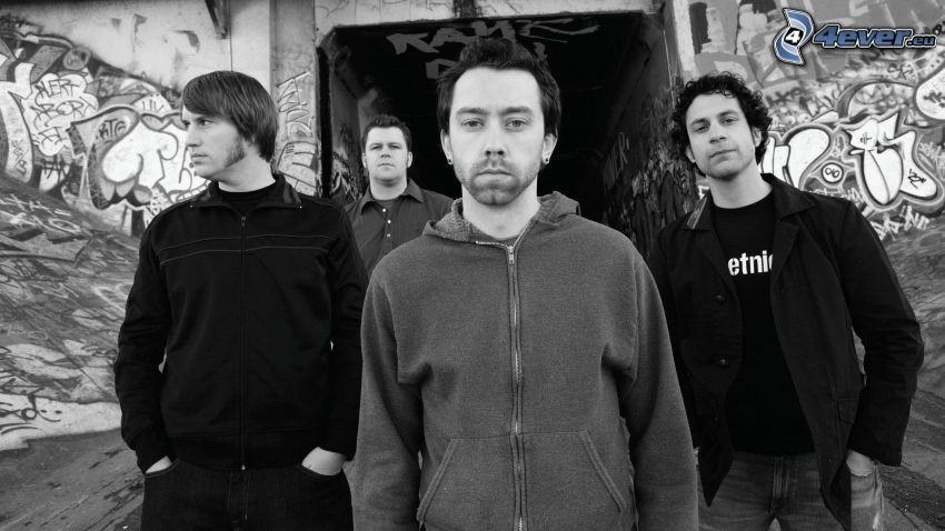 Rise Against, svartvitt foto