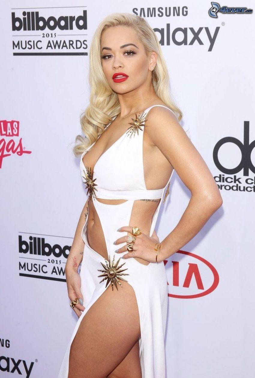 Rita Ora, vit klänning