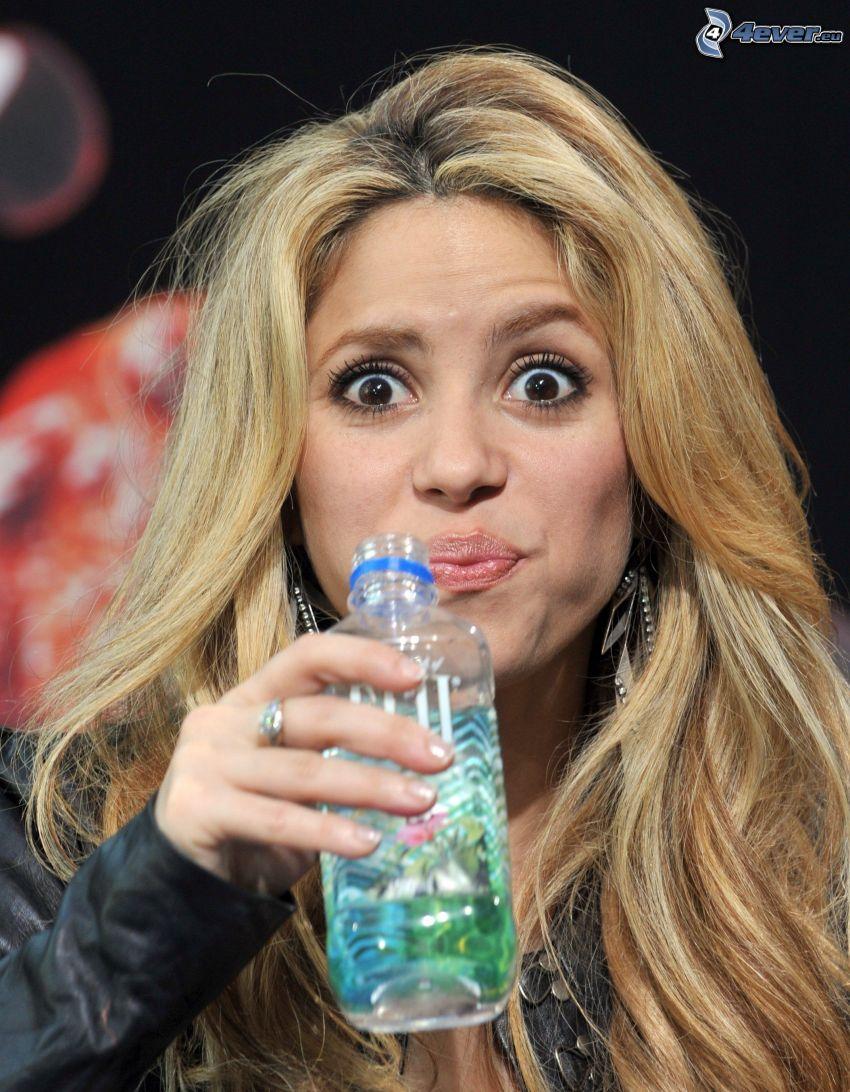 Shakira, vatten, stora ögon