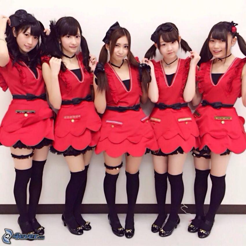 Shanadoo, röd klänning
