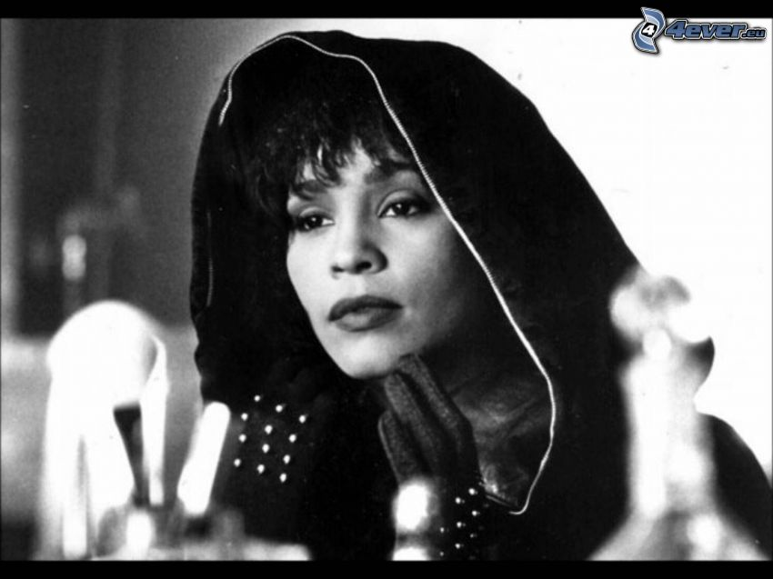 Whitney Houston, svartvitt foto, huva
