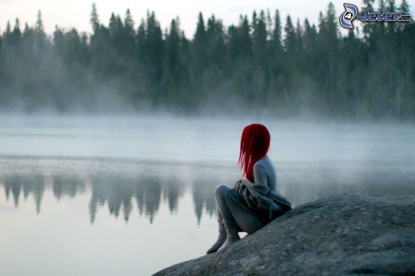 rödhårig, sjö i skogen, markdimma