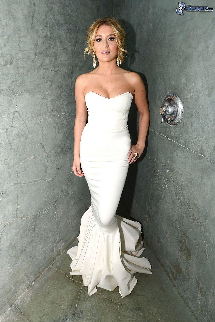 Alexa Vega, vit klänning