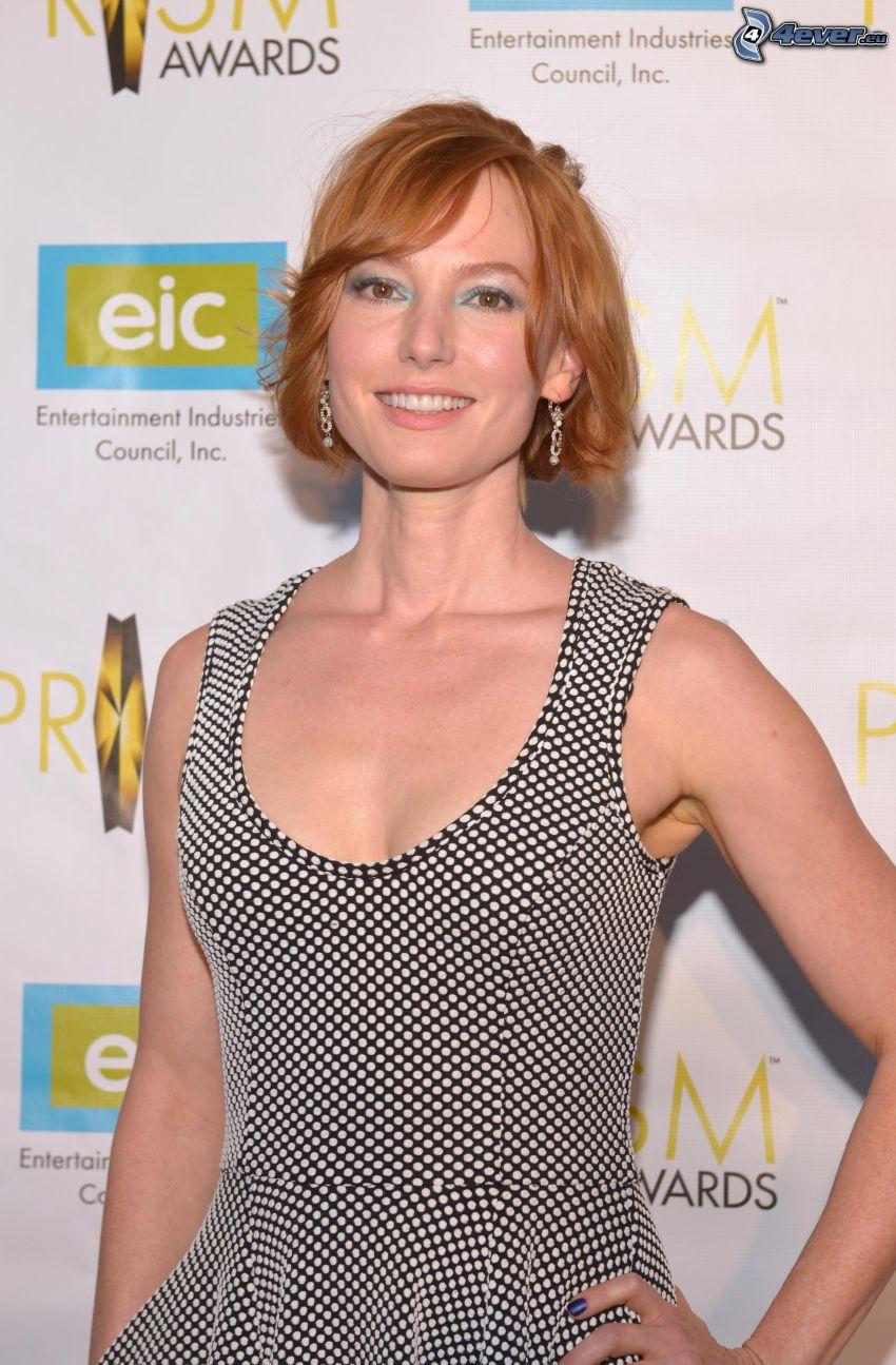 Alicia Witt, leende, prickig klänning