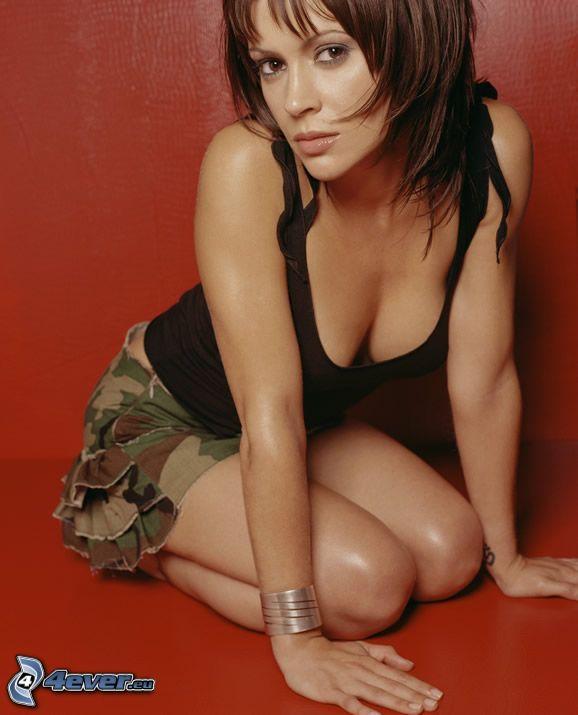 Alyssa Milano, skådespelerska, Phoebe, Charmed, brunhårig kvinna, kortkjol, svart tröja