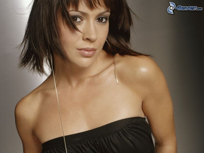 Alyssa Milano, svart tröja