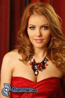 Andreea Pătraşcu, röd klänning