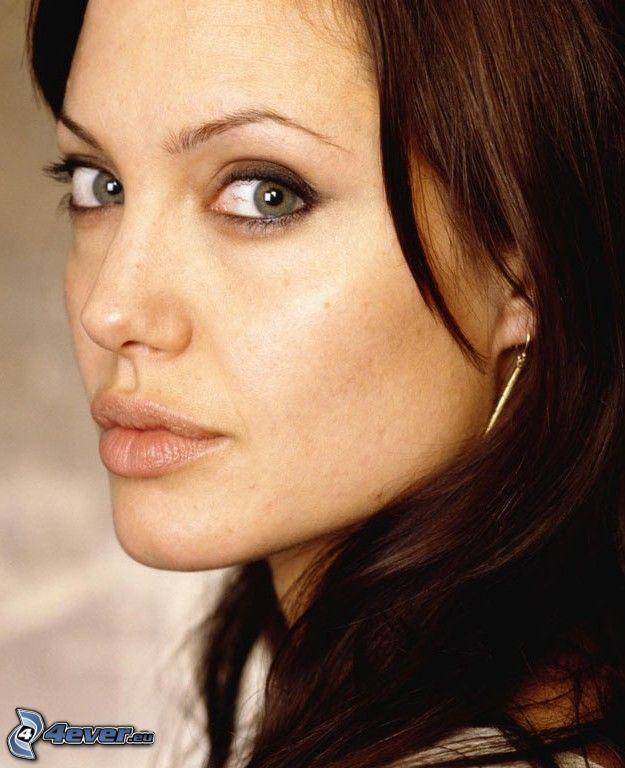Angelina Jolie, blick