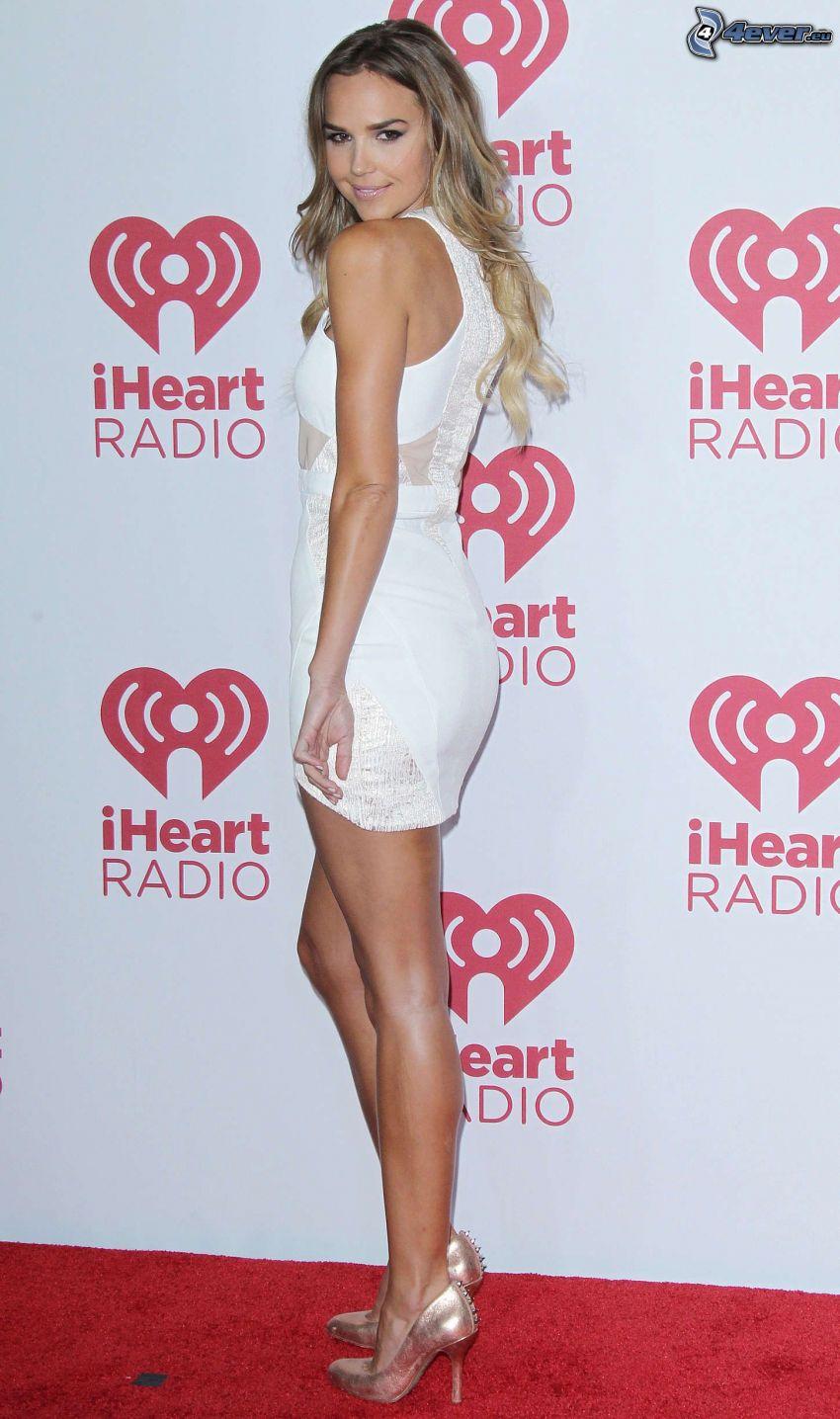 Arielle Kebbel, vit klänning