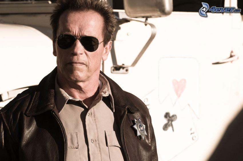 Arnold Schwarzenegger, solglasögon, skinnjacka