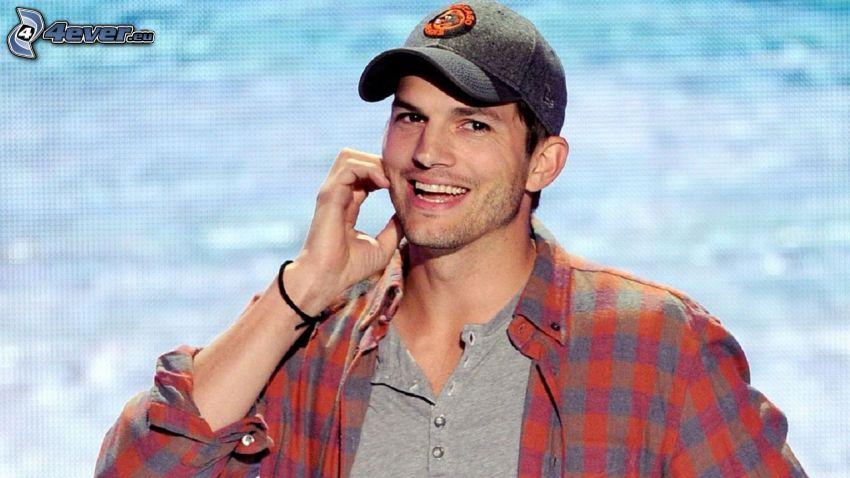 Ashton Kutcher, skratt