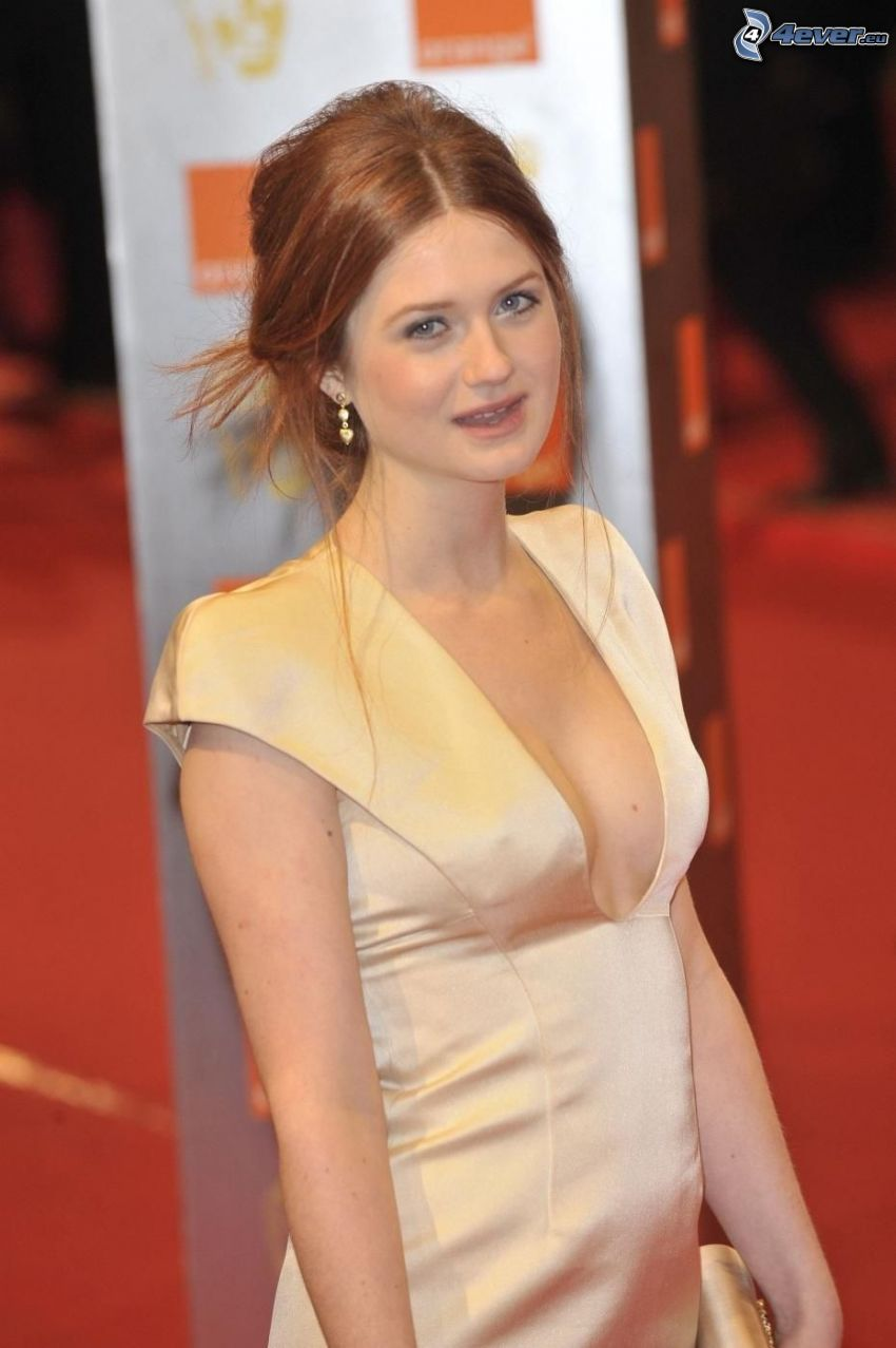 Bonnie Wright, gul klänning