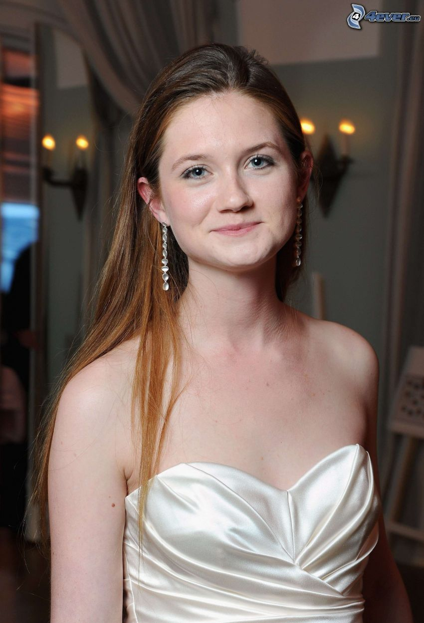 Bonnie Wright, vit klänning