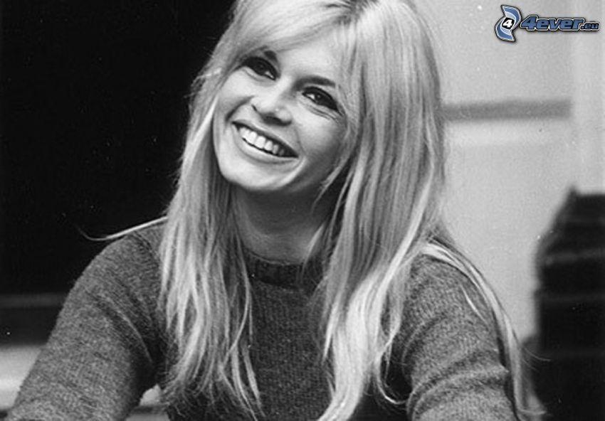 Brigitte Bardot, leende, gammalt foto, svartvitt foto