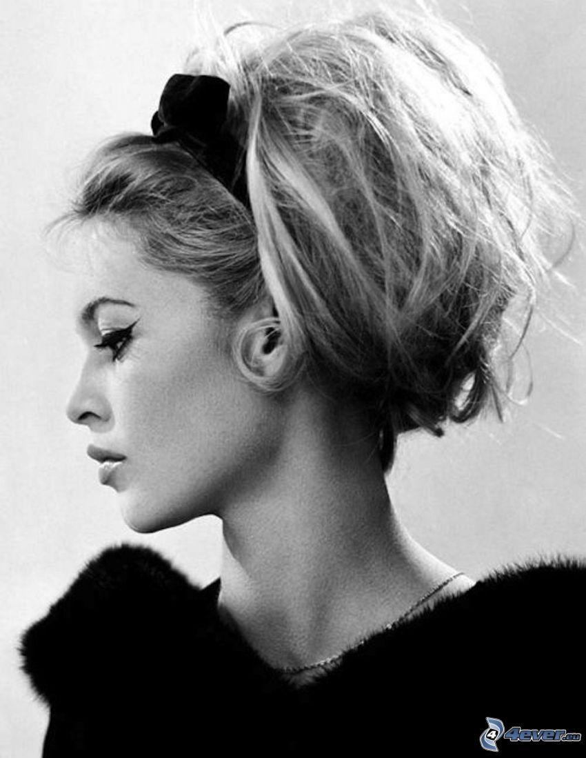 Brigitte Bardot, profil, svartvitt foto