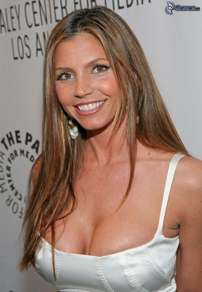 Charisma Carpenter, leende