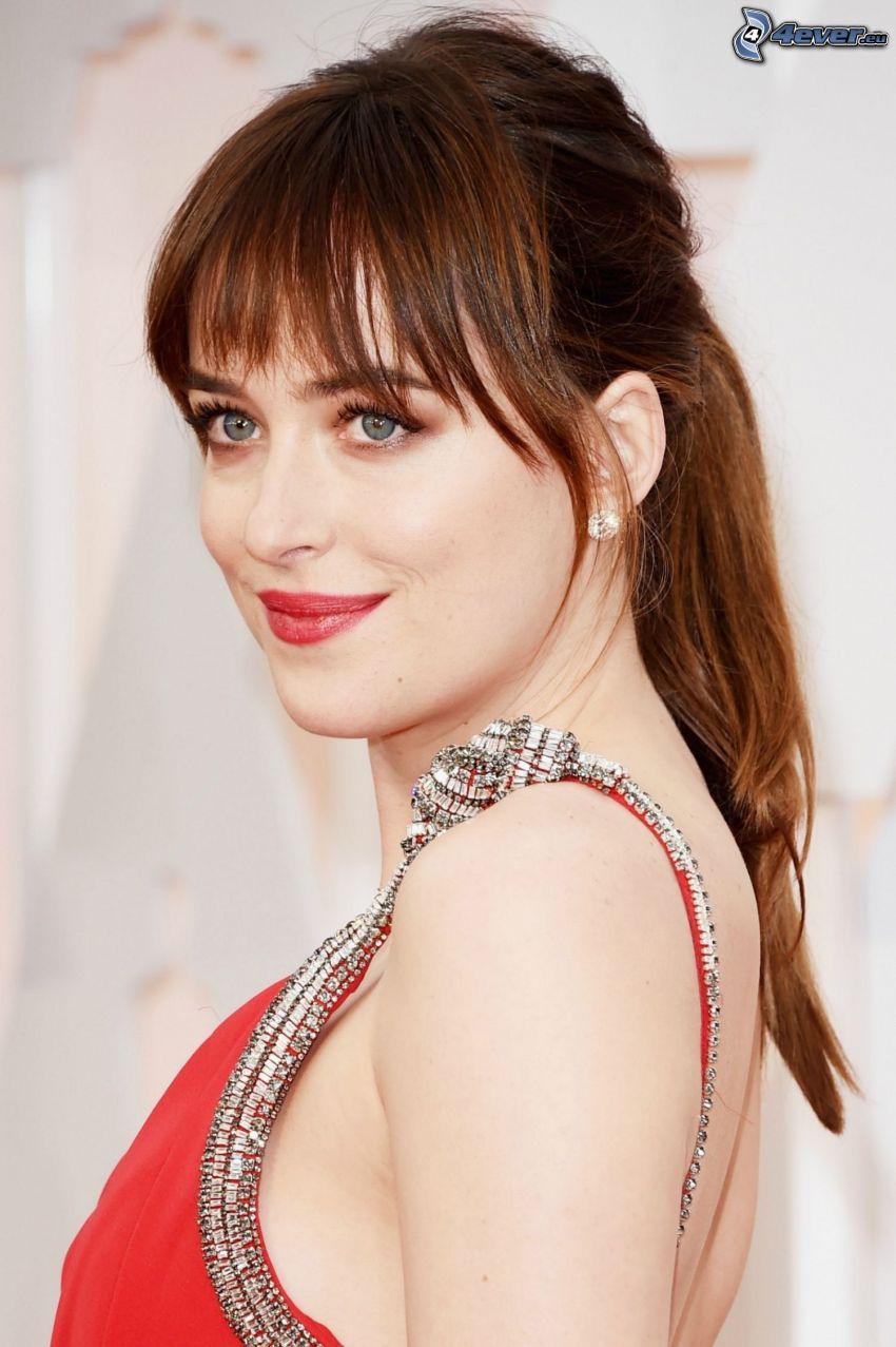 Dakota Johnson, röd klänning